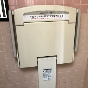 女子トイレ内にあります