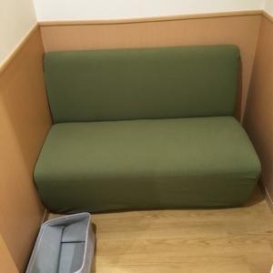 授乳用のソファ、カバーが新調されたのか、綺麗でした