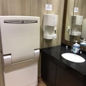 トイレ内にオムツ交換台あり