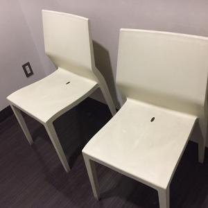 授乳室に椅子が2つありました。ミルク用のお湯も用意してもらえると、貼り紙がありました。