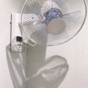 個室内に扇風機