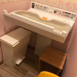 授乳室のオムツ替え台です