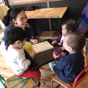 小さな机と椅子で子供カフェ♡