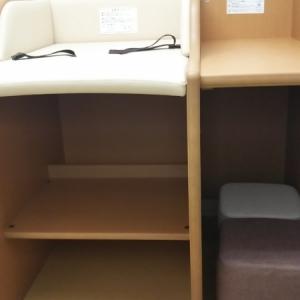 オムツ交換台と荷物置き場