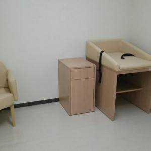 オムツ台と椅子