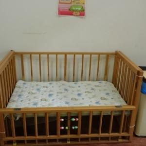 こどもの城の二階。オムツ交換用ベッド。