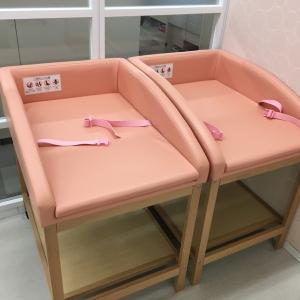少し柔らかい素材のおむつ替えシートが2つ並んでいます。