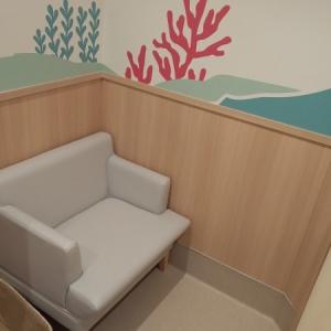授乳室手前の席です。カーテン1枚の仕切りのみ