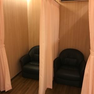 カーテンで仕切られた授乳室2つ。