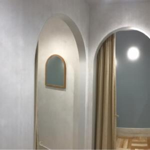 授乳室はかわいい個室がふたつ。ベビーカーごと入れる広さです。