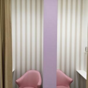 カーテンで仕切れる個室がふたつ