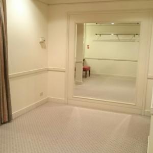 着替え室を授乳室として使えます。