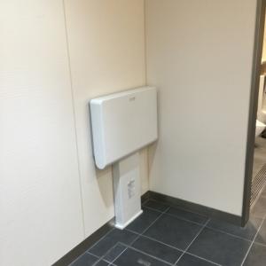 男女トイレ共におむつ替え台がついているようです。