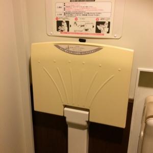 トイレ内のオムツ台