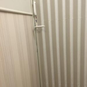 授乳室 鍵はないけど 使ってるかわかりやすいアコーディオンカーテンあり