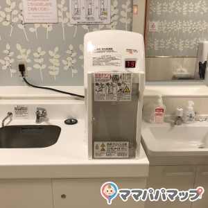 Water dispenser and washstand
