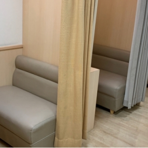 授乳室は狭めなので、ベビーカーと一緒には入れません