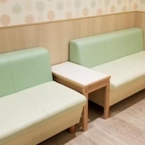 授乳室前のソファー、ここでも授乳出来ます。