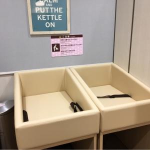 オムツ交換台2つ、オムツ用ゴミ箱あり
