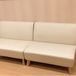 調乳スペース前のソファ