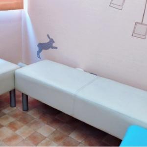 授乳室には長椅子が3つ設置されていました。