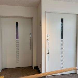親子席2、授乳室の扉は隣同士。