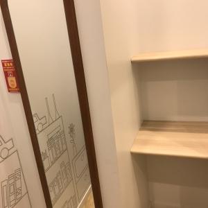 授乳室。荷物台、姿見。