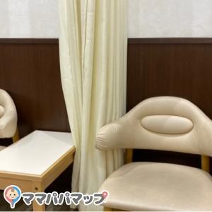 カーテン付きの授乳用椅子 二脚