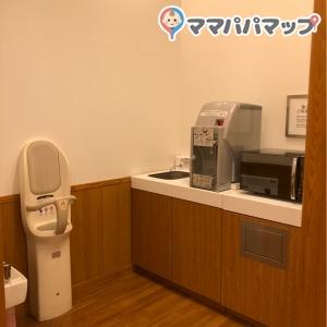 調乳用給湯器、電子レンジがあります。