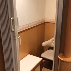 授乳スペースは個室のみ。使用中ならほかのベビールームにあたると良さそう。