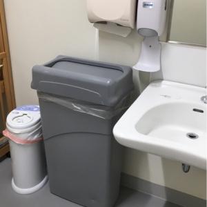 オムツゴミ箱に手洗い後に便利なペーパータオルも有り