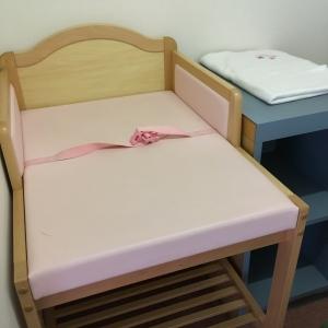 オムツ替えのベッド
