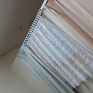 オムツ台と授乳室はカーテンで分けられてます