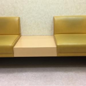 授乳室は男性入れない。椅子はこのタイプが2つ