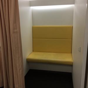 カーテンで仕切れる授乳室が二部屋