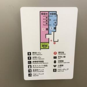 男女トイレどちらにもベビーベッドあり。