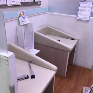 奥が女性専用授乳室。写真外、左側にオムツ用ゴミ箱あり