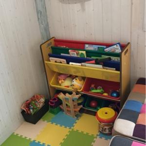 キッズスペースで子供を遊ばせてる間にカットカラーパーマをしてもらえます!絵本、遊具も充実してました。声かければオムツも交換可能です。毎回スペース使用毎に掃除してくれています!