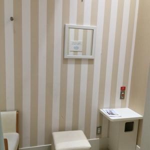 授乳室右側(椅子2つあり)