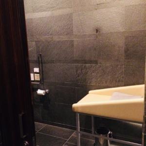 フォーシーズンズホテル丸の内 東京(7F)のオムツ替え台情報 画像1