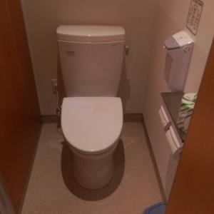 女子トイレ内2 非常に、狭いです。