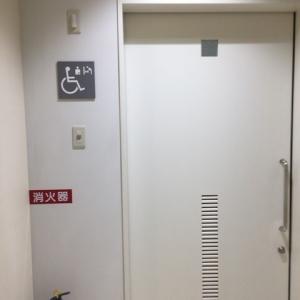 授乳室の隣にも多目的トイレにオムツ台あります。