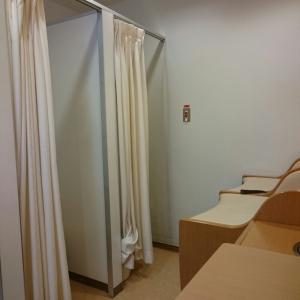 個室とおむつ替え台