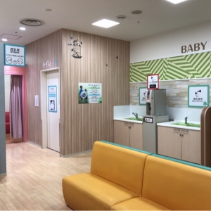キッズリパブリック幕張新都心店(2階 赤ちゃん休憩室)の授乳室・オムツ替え台情報 画像6