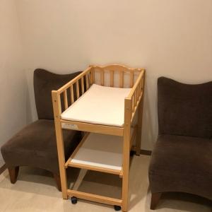授乳チェアとおむつ交換ベッド(カーテンなし)