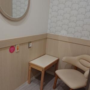 奥の授乳室です。広いのでベビーカーも楽に入れます。