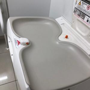 多目的トイレのオムツ替え台