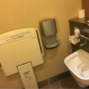ホテルサンルートプラザ新宿(1F)のオムツ替え台情報 画像1