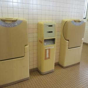 女子トイレ内のおむつ台