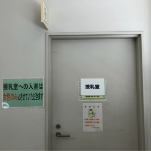 入り口ドア。血液検査室の奥、突き当たりにあります。